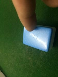 大家看这张麻将是不是被人做了手脚?背面有圆形印花记号